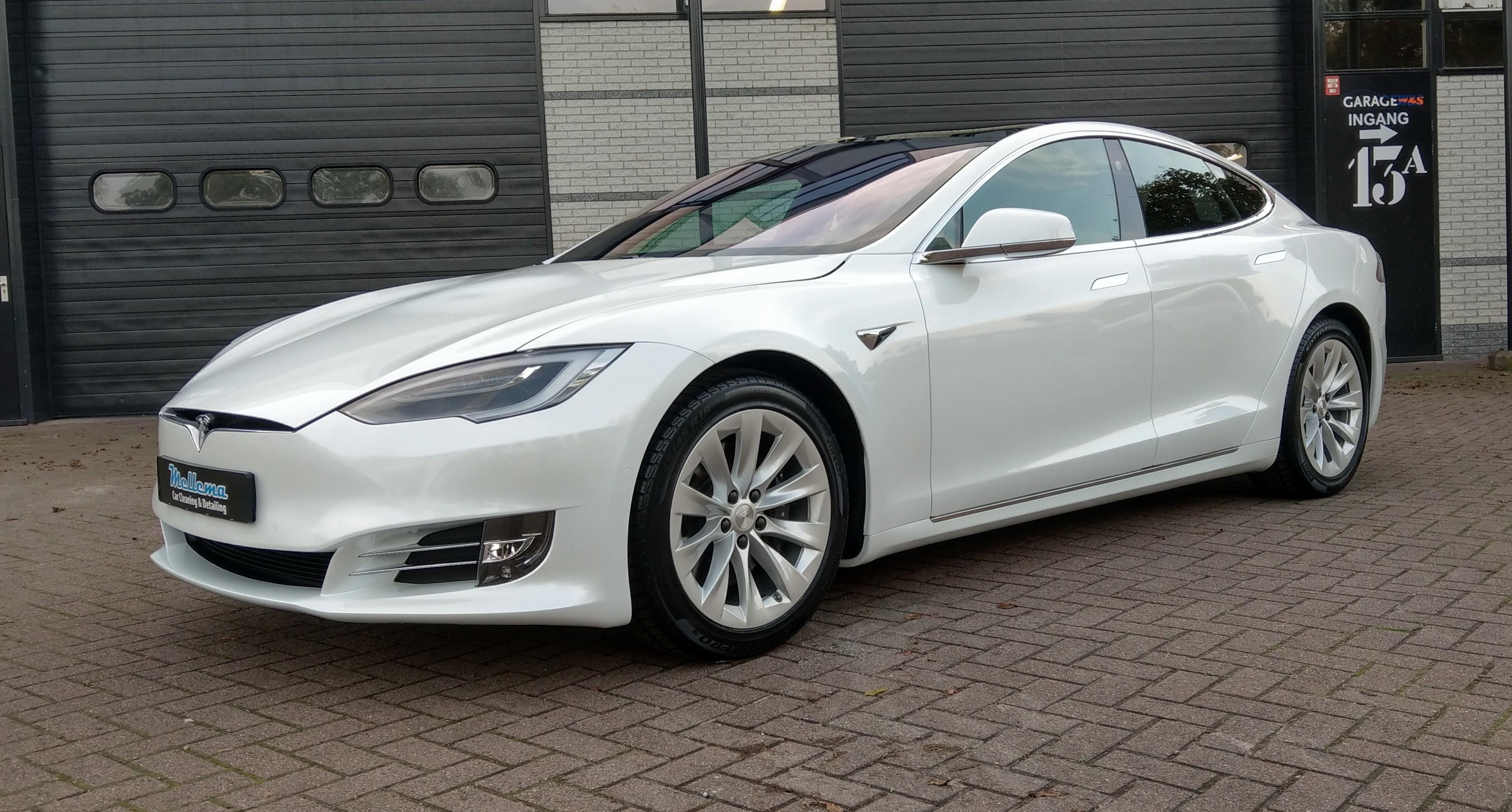 Tesla Model S - pearl white